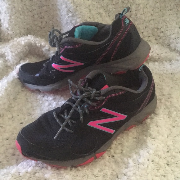0899d7318e NewBalance 320 Trail Sneakers